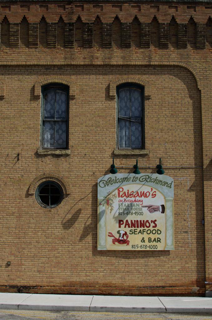 Paisano's New Sign, Richmond, IL